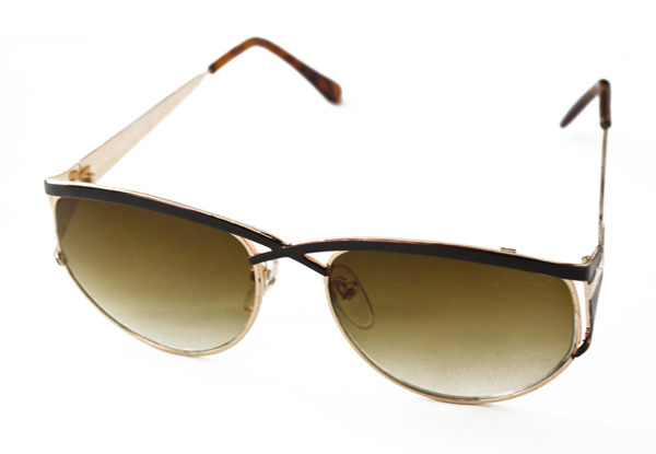 Solbrille i guld og sort metal design | search