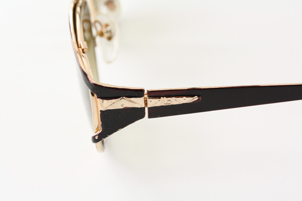 Solbrille i guld og sort metal design | search-2