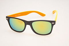 Wayfarer solbrille i mat sort med orange stænger og multiglas - Design nr. 468
